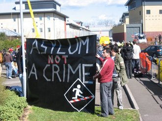 Rights to internet access for asylum seekers in detention