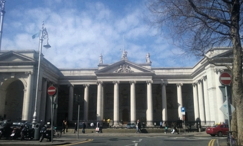 Expand College Green Plaza - to steps of former Irish Parliament