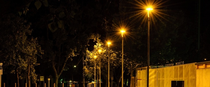 Amber LED Street Lights for the UK: New tech without the health risks
