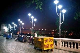 KOLKATA RUN TRIDENT LAMPS ON SOLAR POWER