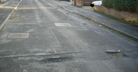 Improve road repair in Lincs and resurface Abbey Road, Broadley Crescent, and Park Avenue in Louth