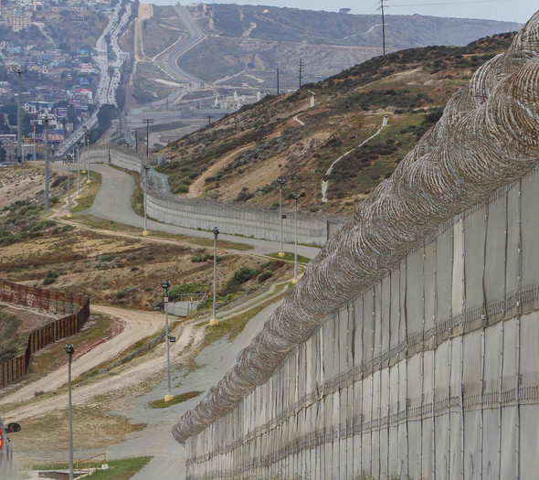 La fg mexico trump wall 20170125